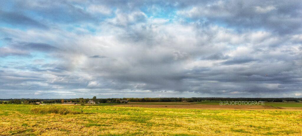 Geweldige wolken boven de Weperbult. Echt een fenomenaal  uitzicht