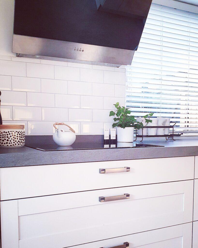 Een kijkje in de keuken bij Verbeek wonen.  Mooi project at ze samen met man Alex heeft aangepakt.