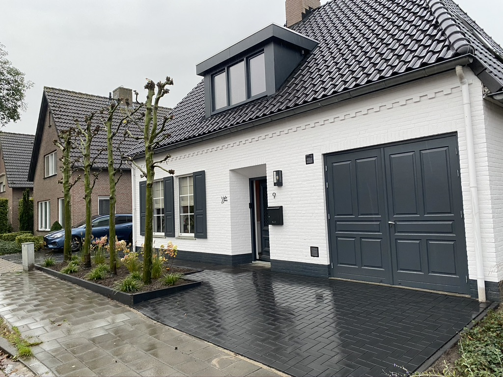 Het huis wat te verbouwen was, prachtig aan de buitenkant heeft het nu witte stenen.