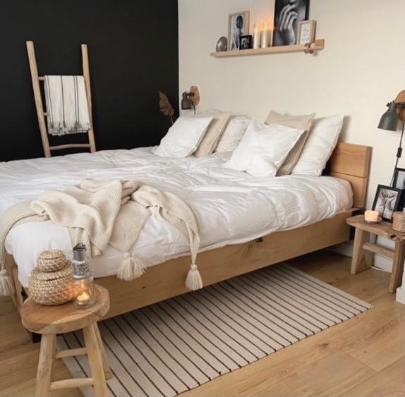 interieur van Monique helemaal tot in detail doorgevoerd, zelfs de slaapkamer zier er prachtig uit.